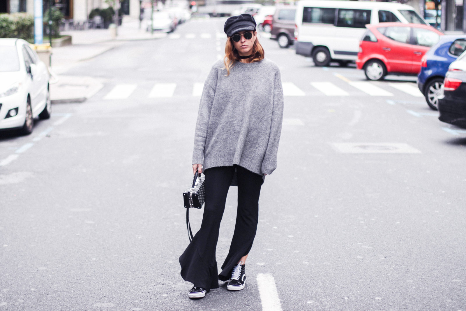 baker_boy_hat_flared_pants_vans_oversize_knit_fall_2016_trends_street_style_outfits_donkeycool-14