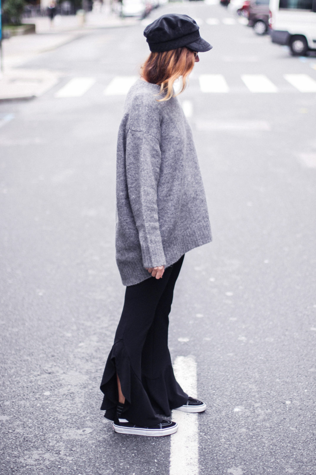 baker_boy_hat_flared_pants_vans_oversize_knit_fall_2016_trends_street_style_outfits_donkeycool-23