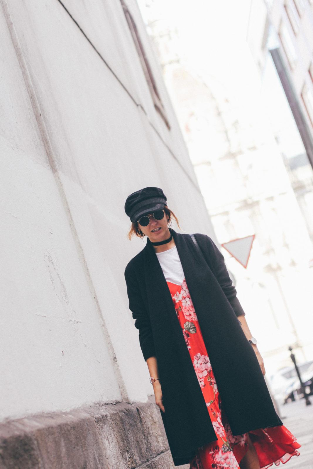 vestido con camiseta baker boy hat
