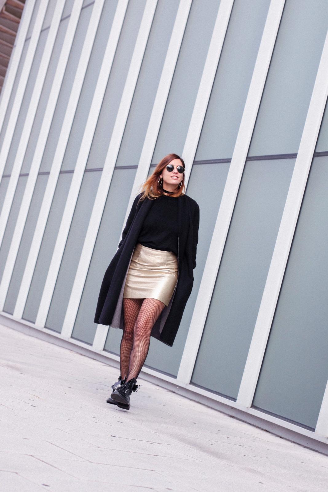 falda_dorada_shein_metalizado_medias_de_rejilla_choker_donkeycool_street_style_trends_2016-18