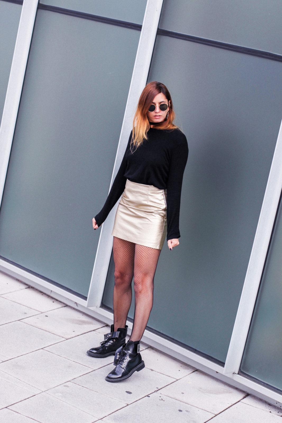 falda_dorada_shein_metalizado_medias_de_rejilla_choker_donkeycool_street_style_trends_2016-33