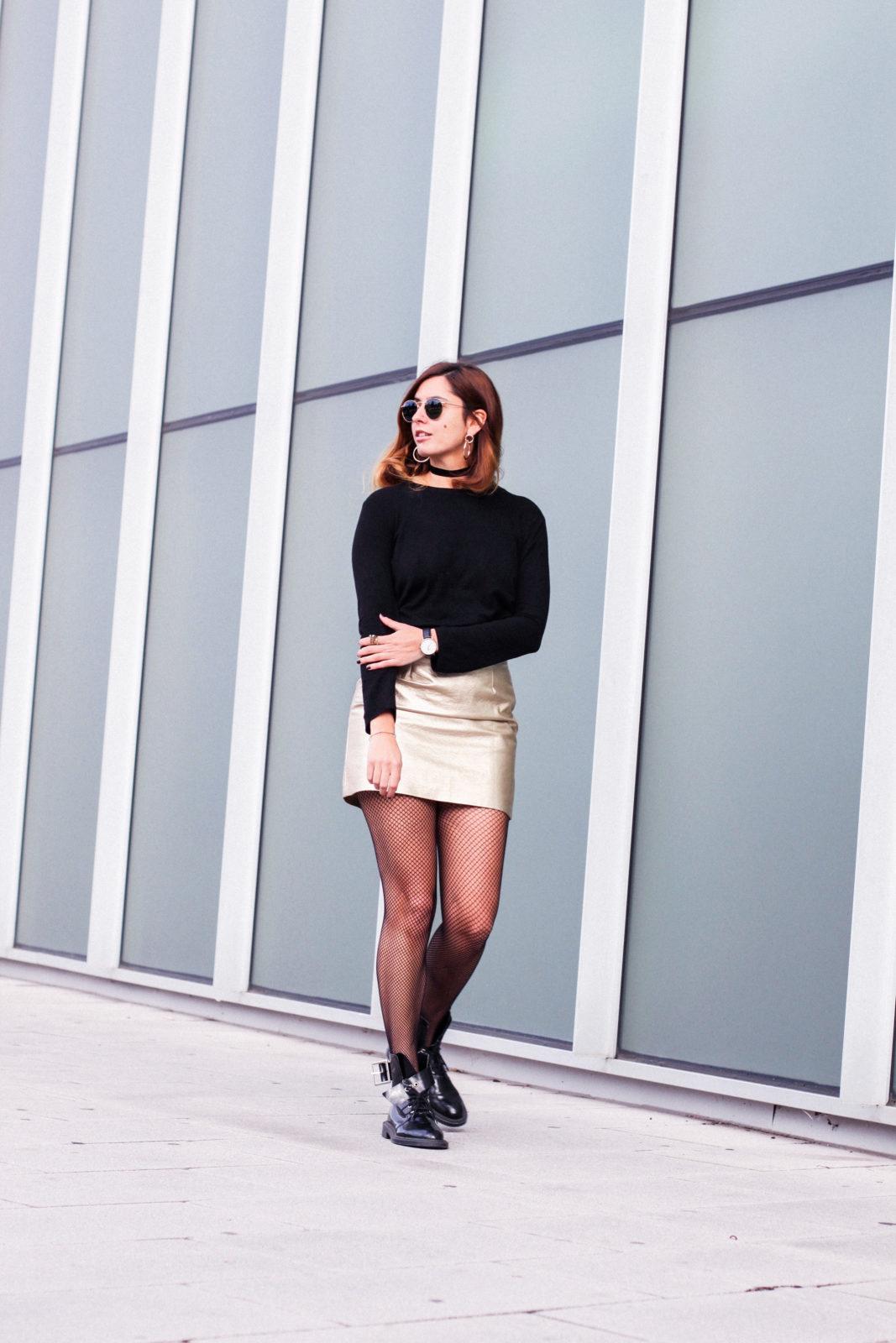 falda_dorada_shein_metalizado_medias_de_rejilla_choker_donkeycool_street_style_trends_2016-41