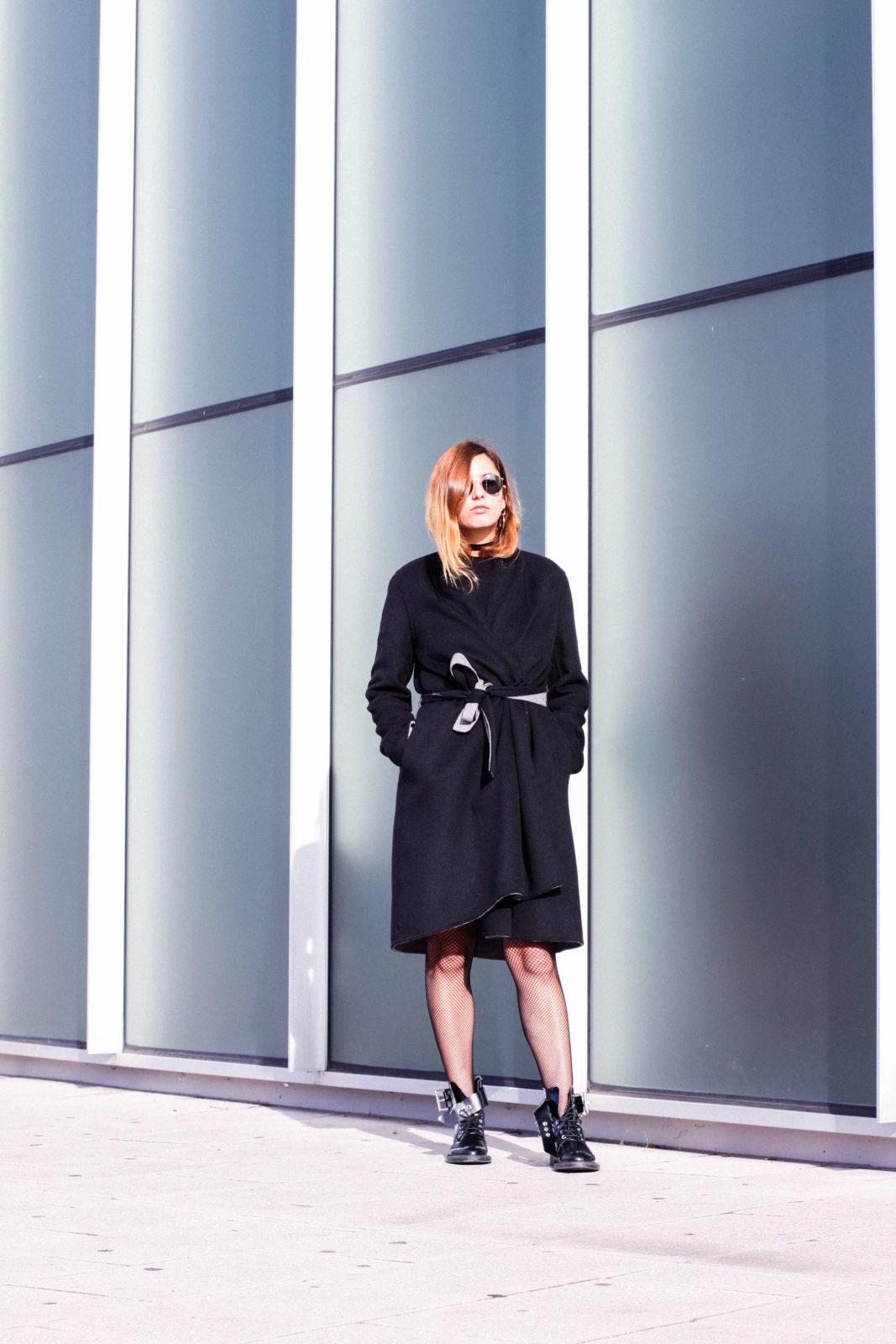 falda_dorada_shein_metalizado_medias_de_rejilla_choker_donkeycool_street_style_trends_2016-50