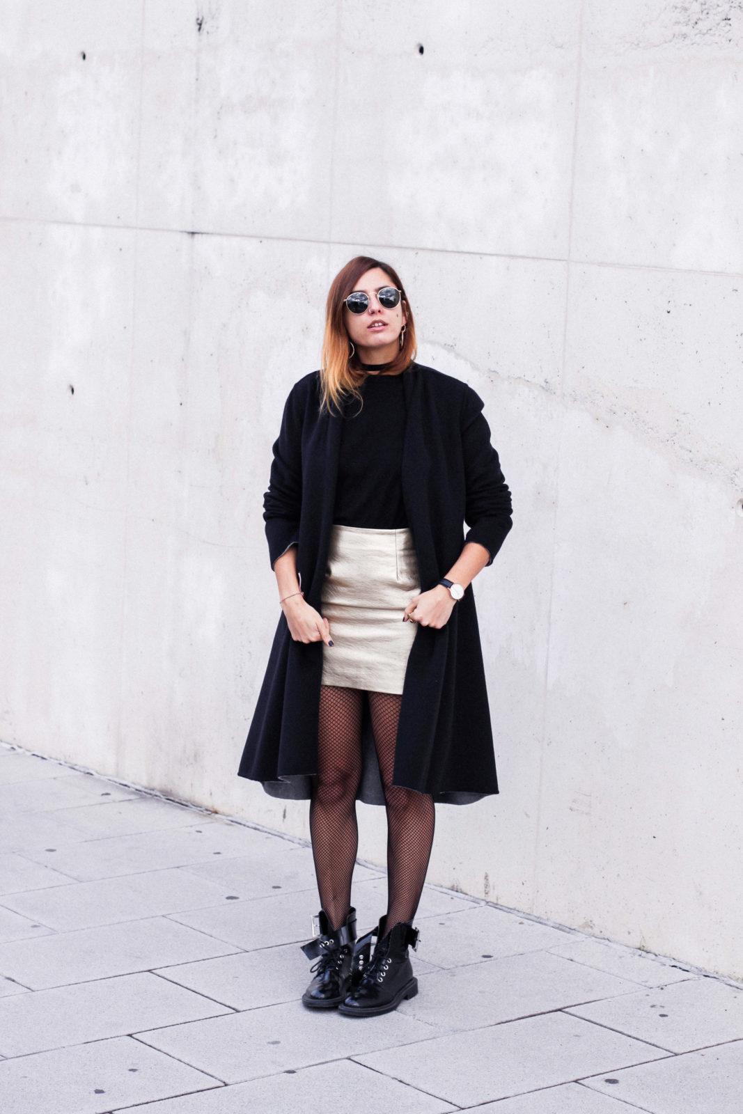 falda_dorada_shein_metalizado_medias_de_rejilla_choker_donkeycool_street_style_trends_2016-9