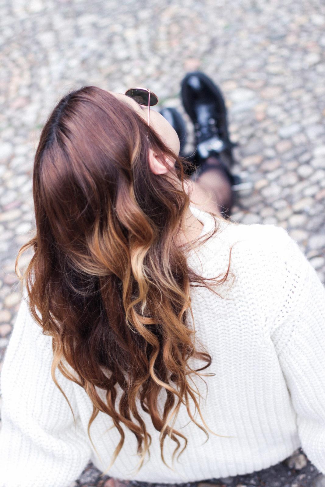 irresistible_me_medias_de_rejilla_falda_de_charol_jersey_sweater_knitwear_hair_style_dark_lips-67