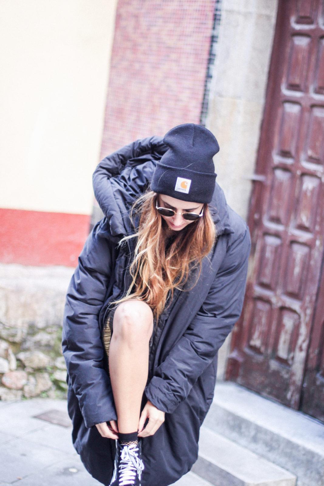 puffer_coat_plumifero_maxi_abrigo_calcetines_rejilla_falda_midi_metalizados_beanie_choker_vans