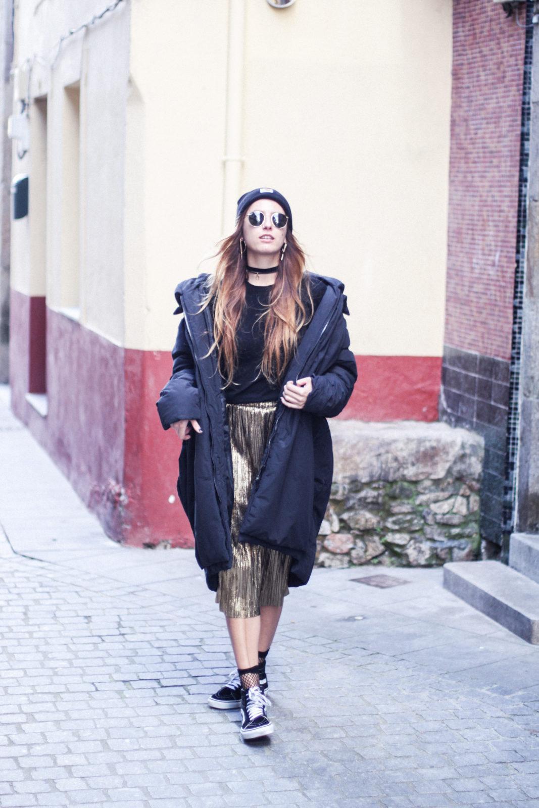 puffer_coat_plumifero_maxi_abrigo_calcetines_rejilla_falda_midi_metalizados_beanie_choker_vans-2