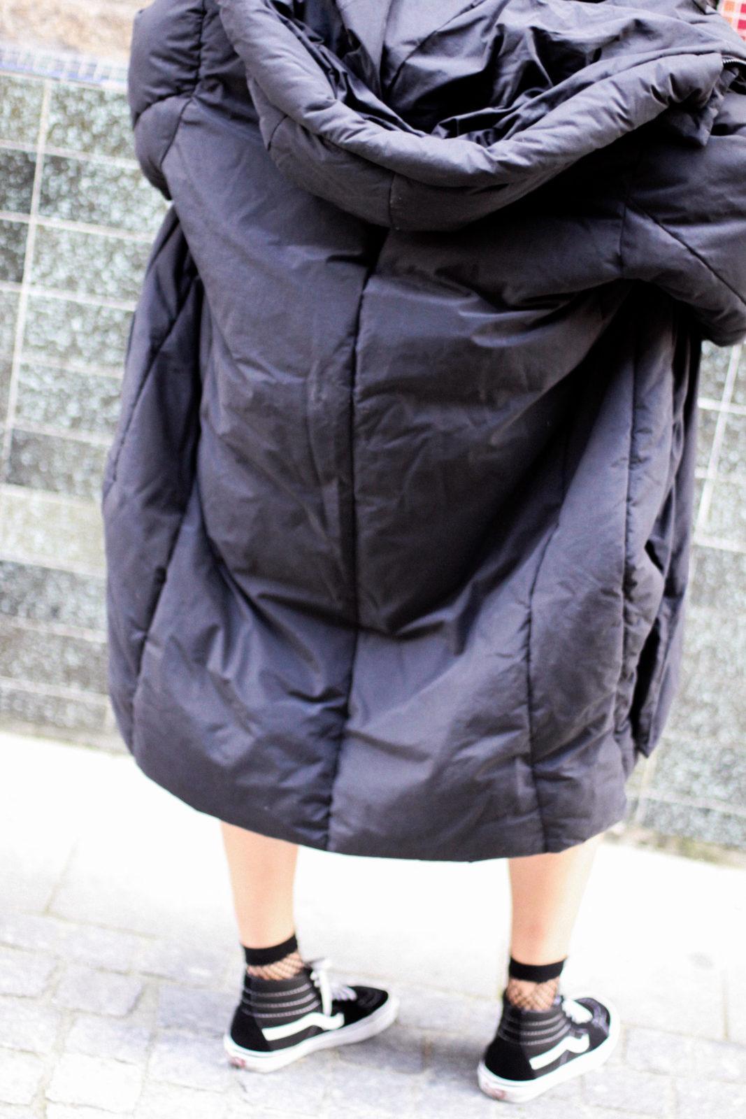 puffer_coat_plumifero_maxi_abrigo_calcetines_rejilla_falda_midi_metalizados_beanie_choker_vans-22