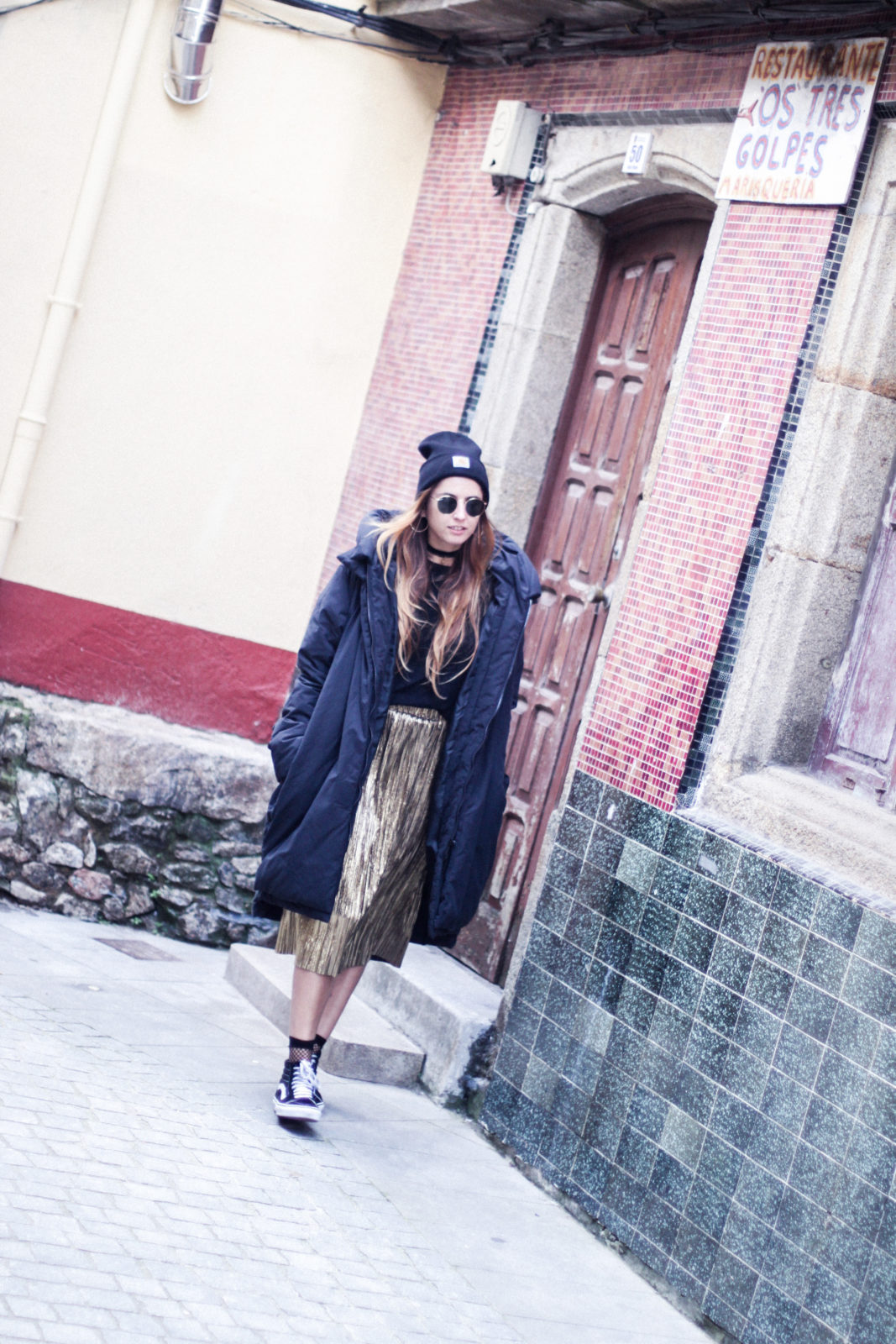 puffer_coat_plumifero_maxi_abrigo_calcetines_rejilla_falda_midi_metalizados_beanie_choker_vans-42