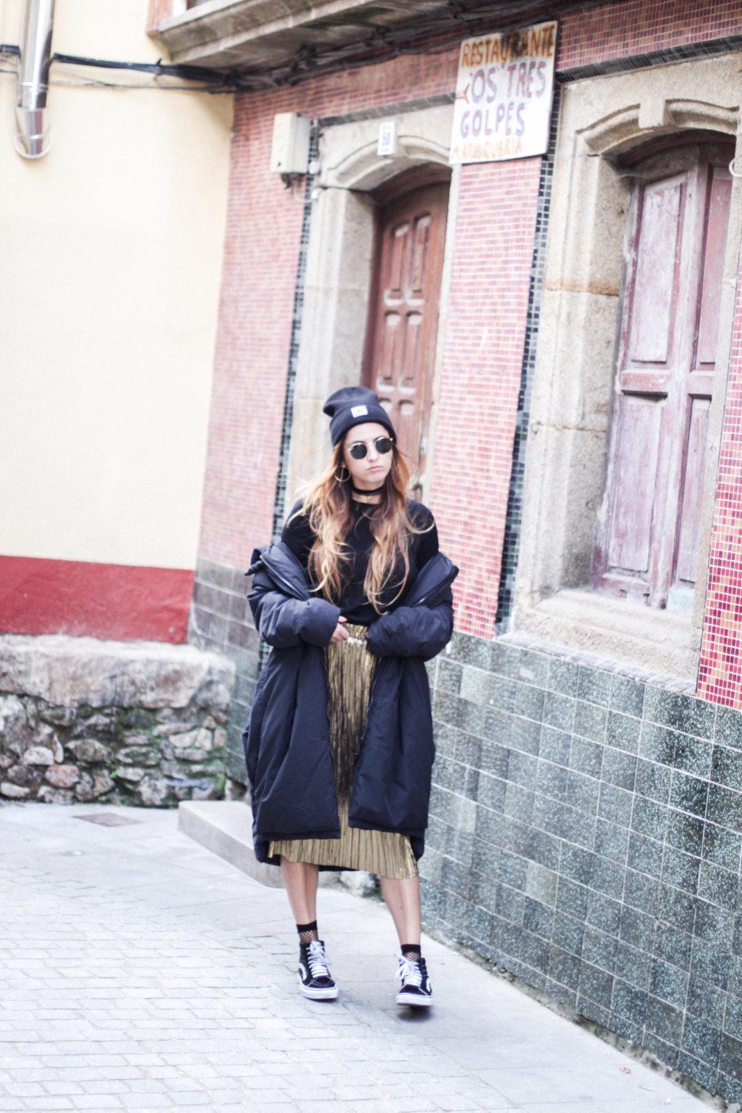 puffer_coat_plumifero_maxi_abrigo_calcetines_rejilla_falda_midi_metalizados_beanie_choker_vans-43