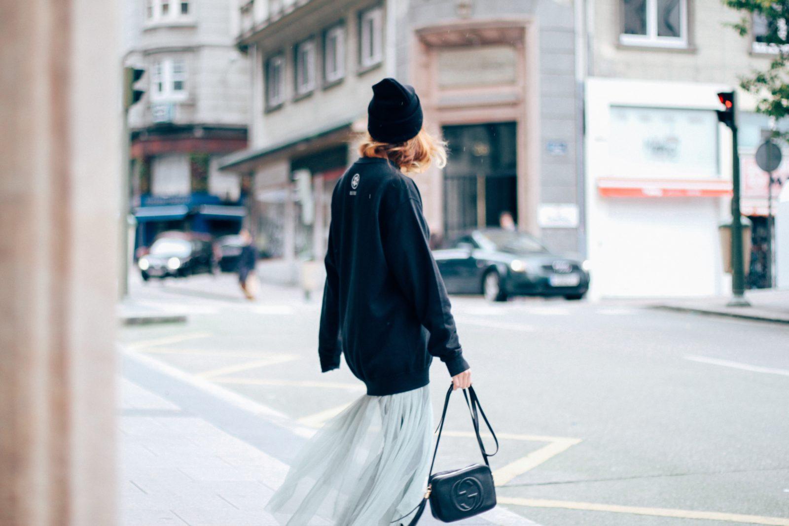 sudadera_old_dogs_falda_de_tul_vans_beanie_carhartt_look_donkeycool_street_style-18