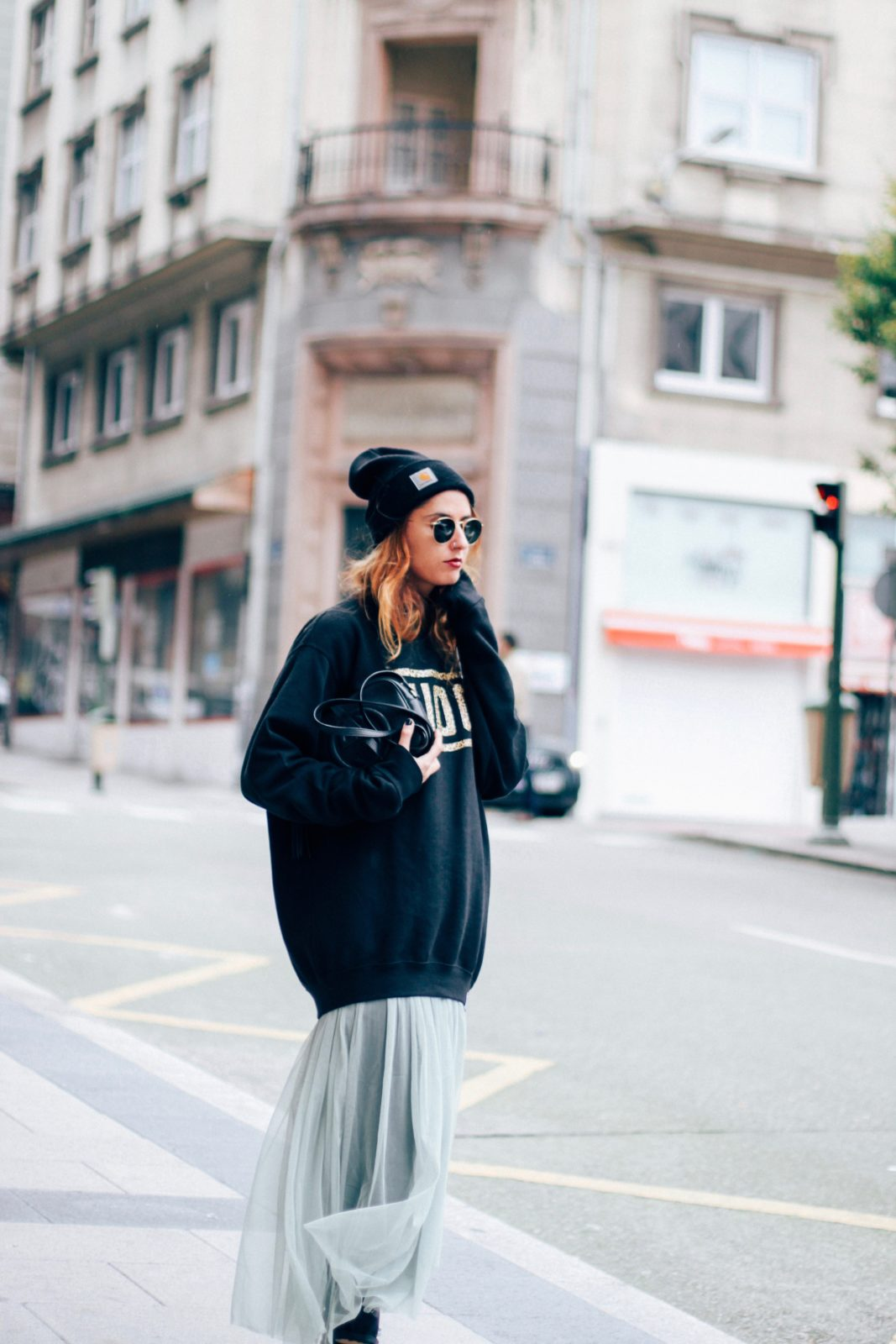 sudadera_old_dogs_falda_de_tul_vans_beanie_carhartt_look_donkeycool_street_style-19