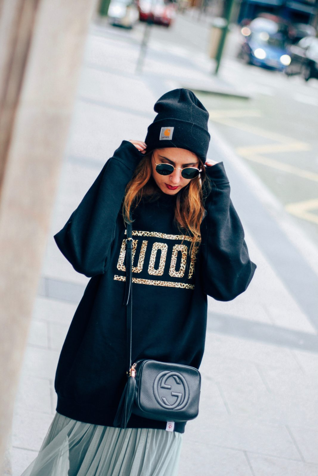 sudadera_old_dogs_falda_de_tul_vans_beanie_carhartt_look_donkeycool_street_style-33