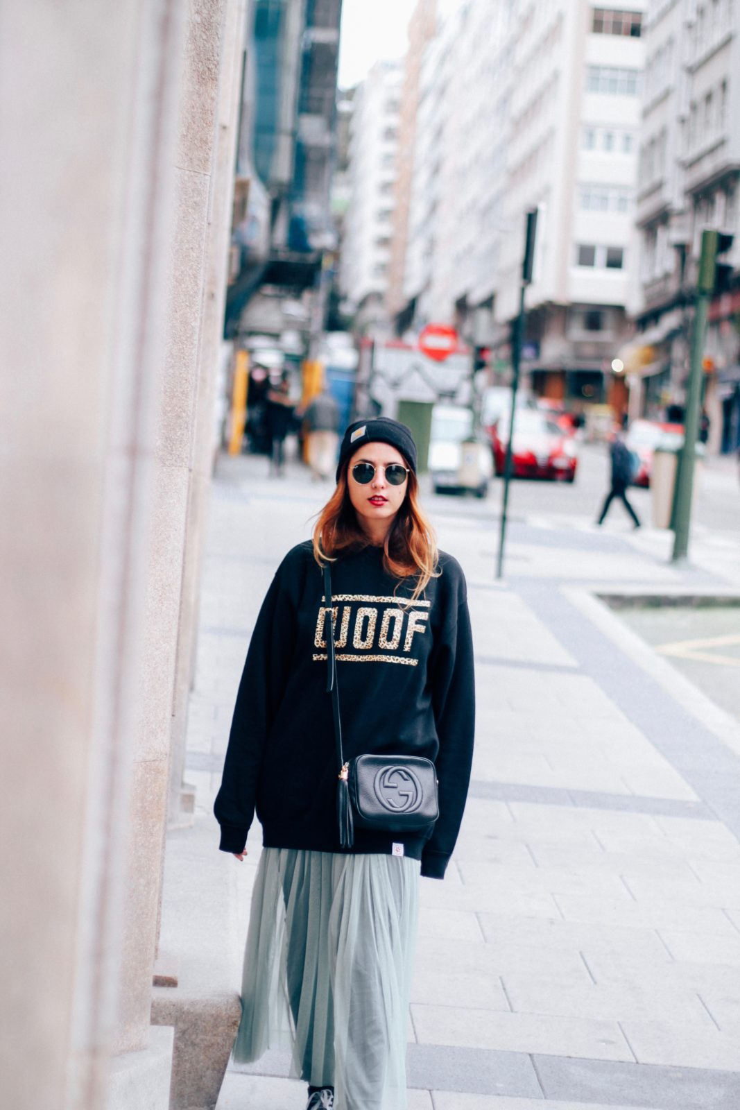 sudadera_old_dogs_falda_de_tul_vans_beanie_carhartt_look_donkeycool_street_style-40