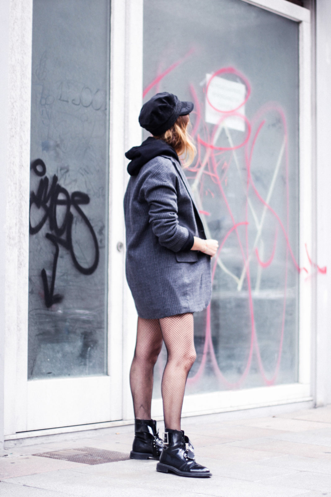 sudadera_wonder_woman_medias_de_rejilla_baker_boy_hat_gorra_marinera-34