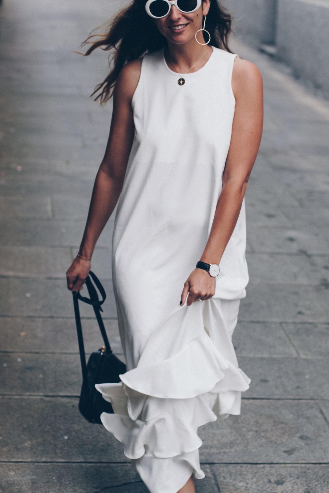 vestido blanco volantes Dana Sidi