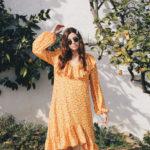 Un limón y un vestido de flores